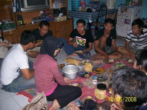 liburan makan2..di rumah bu erni......