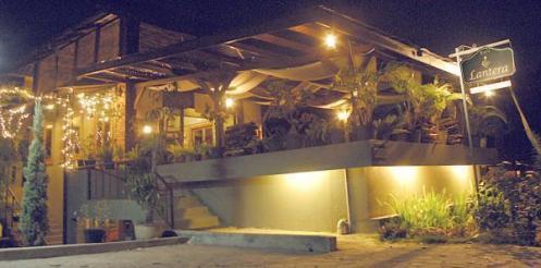Lantera cafe&resto....tampak dari depan saat malam hari